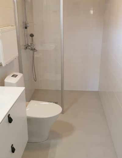 MIkrobetoni antanut helppohoitoisen pinnan kylpyhuoneen lattiaan